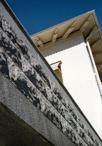 KomVux-byggnaden, Skeria, grunden levererad av Arctic Kvartsit, sten